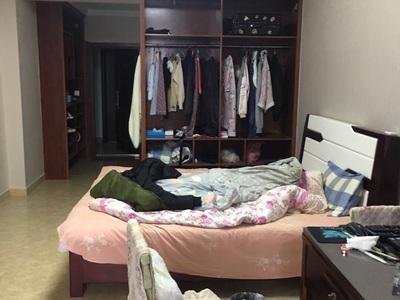 出租 坎北滨河湾公寓 一室一厅 1000元/月 拎包入住