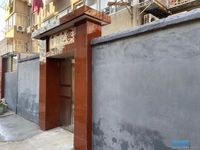 玉龙路一楼带院子99平米三室精装修满二年83.8万