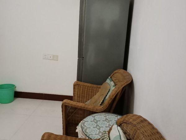 出租幸福小区精装修多层3楼1室2厅1卫60平米833元/月住宅