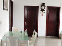 阜东南路3室2厅1卫123.37平,户型方正,通透精装修,送车库和面积相同的阁楼